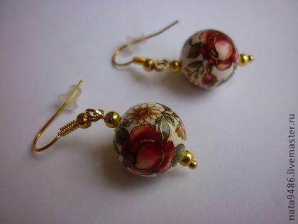 Серьги `Красные розы`. Очень легкие, выполнены из бусин Тенша. Сами бусины, выполненные в технике декупаж, сочетают в себе как современный, так и традиционный японский дизайн. Строгий графический или цветочный орнамент подкупает своим…