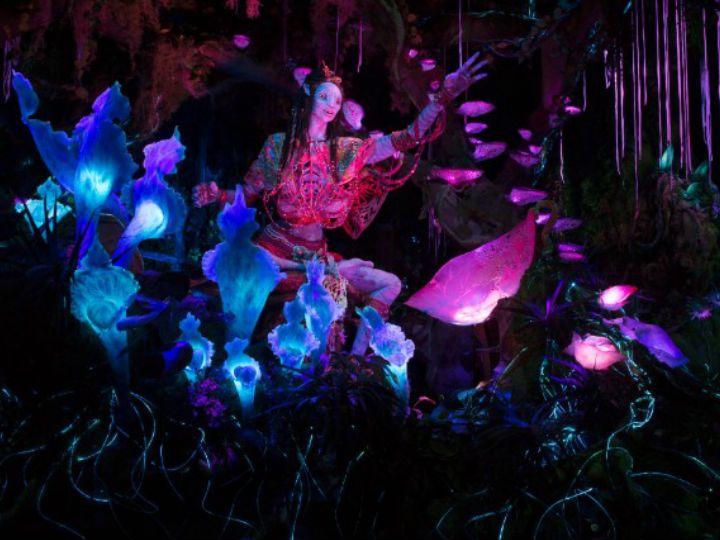 """Si viste Avatar y te sorprendieron los magníficos escenarios de la película, te contamos que acaban de inaugurar el nuevo e impresionante Pandora; el parque temático de """"Avatar""""."""