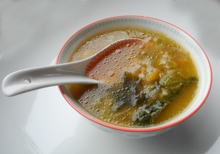 Minestra di riso basmati integrale, legumi e verdure. Con alga wakame e miso.