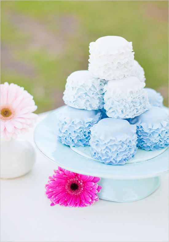 blue ombre mini cakes
