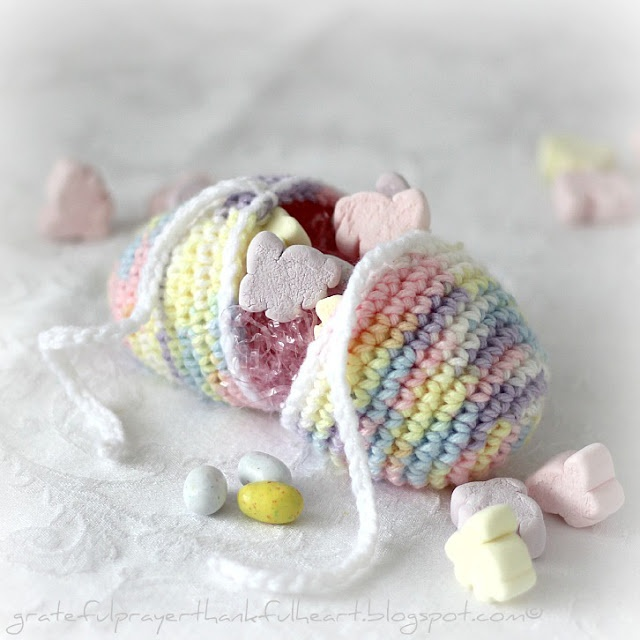 Crochet Patterns Easter : Crochet Easter egg - free pattern CROCHET & TRICOT Pinterest