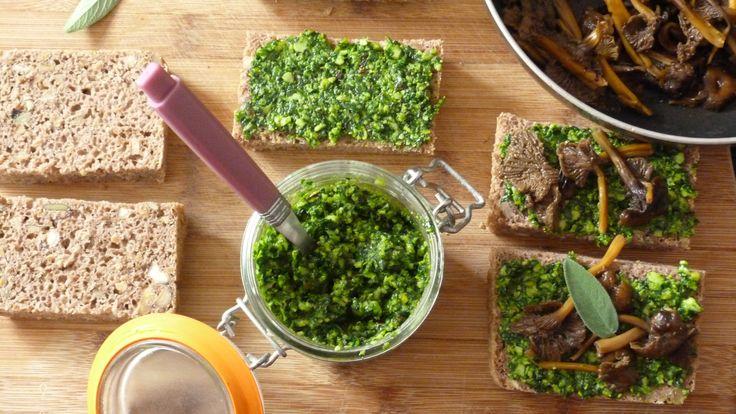 Foodista Challenge #34 : Tartines au pain de seigle maison, pesto d'épinards et chanterelles – Le Repaire des Ventres Faims