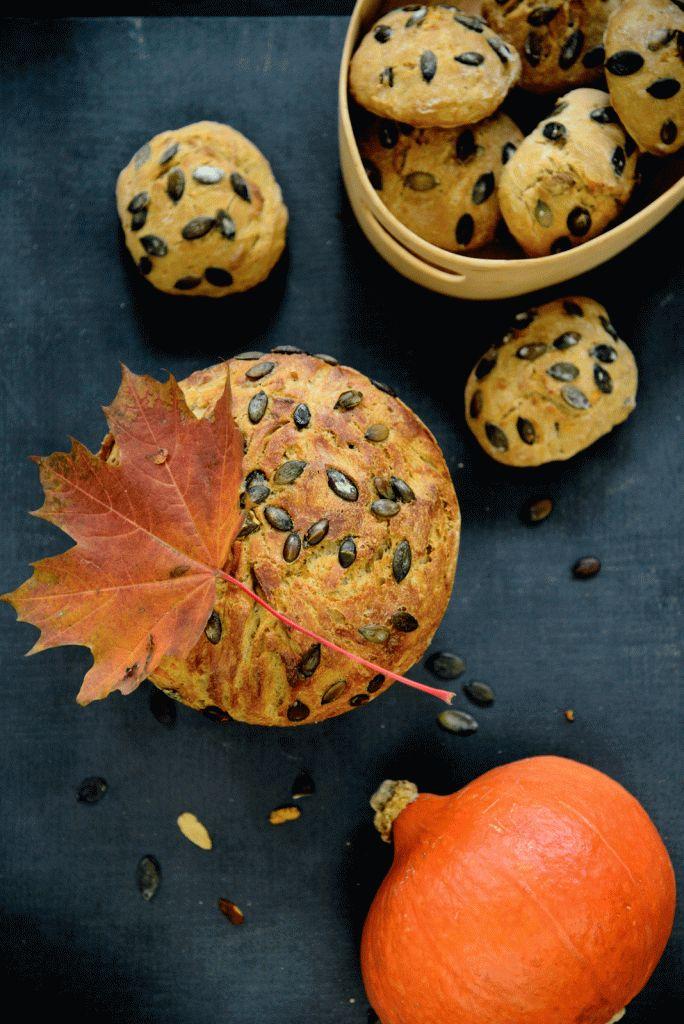 . et dejligt luftigt brød med sprød skorpe Jeg har udviklet dette brød i forbindelse med Halloween – men det kan nydes året rundt! Raslende skeletter, slik og spøgelser, udhulede græskarmænd og gr…