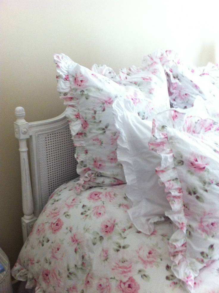 1000 images about rachel ashwell fan on pinterest cottages shabby and shabby chic interiors. Black Bedroom Furniture Sets. Home Design Ideas