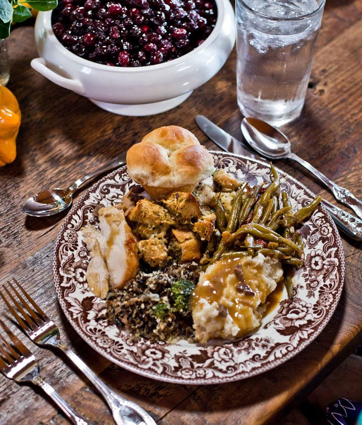 Ree Drummond (Pioneer Woman) has the same Spode Woodland Thanksgiving China as me?! Guess we both have good taste.=)