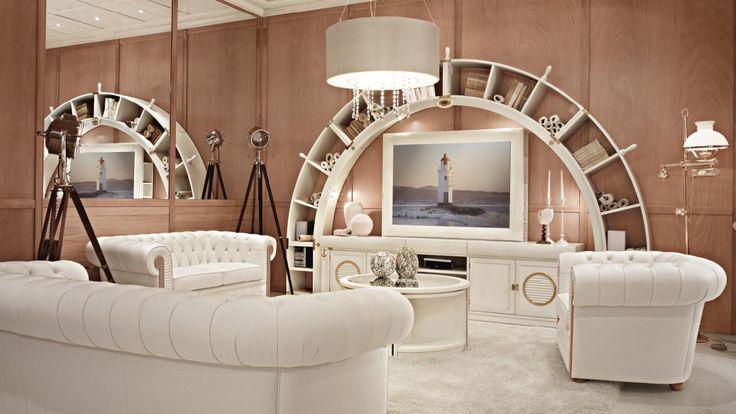 """Living Arkata con set divani chester e porta-tv """"hidden mirror"""". Finitura combinata: laccato patinato e mogano fusion. #Caroti #VecchiaMarina"""