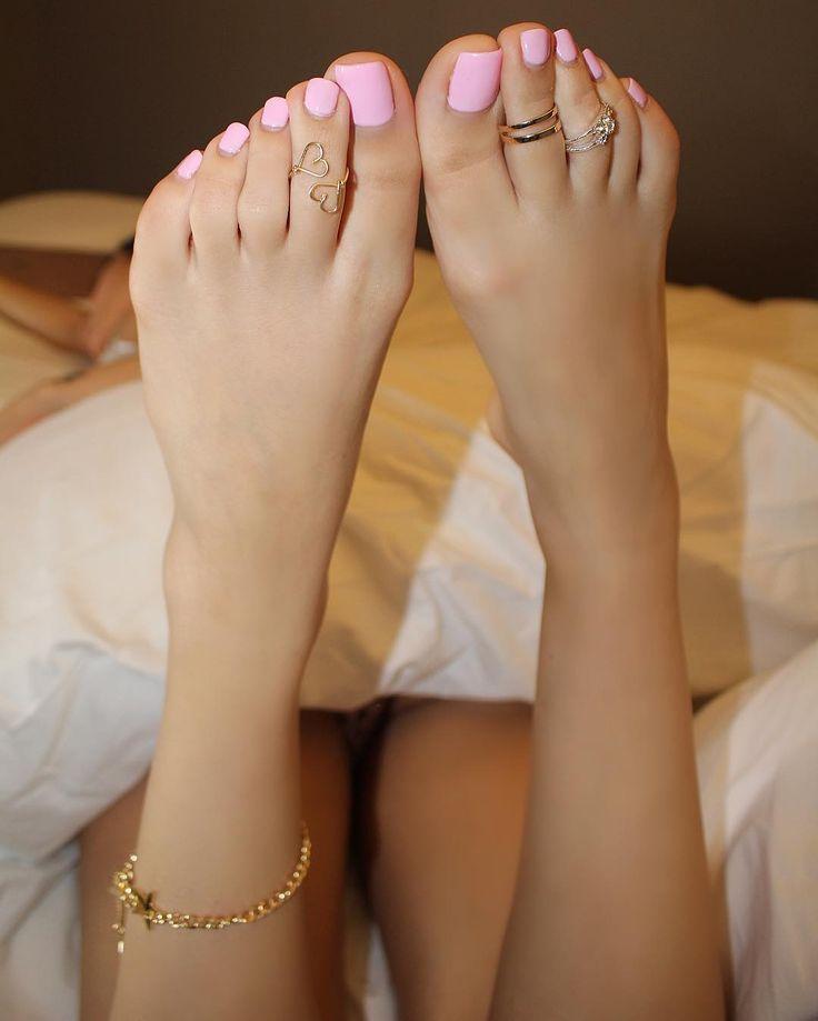 Blonde feet porn pics