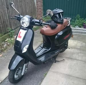 Direct-Bike-Vespa-50CC-Spada-Stinger-Helmet-Gloves-Top-Box-Only-140-Miles