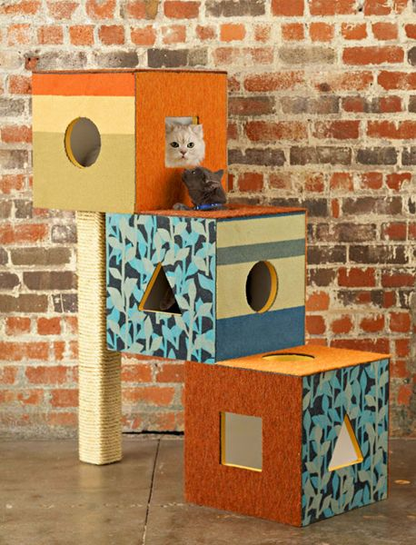 kitty boxes (they LOVE boxes) with scratching post...cool idea that looks easy to make.