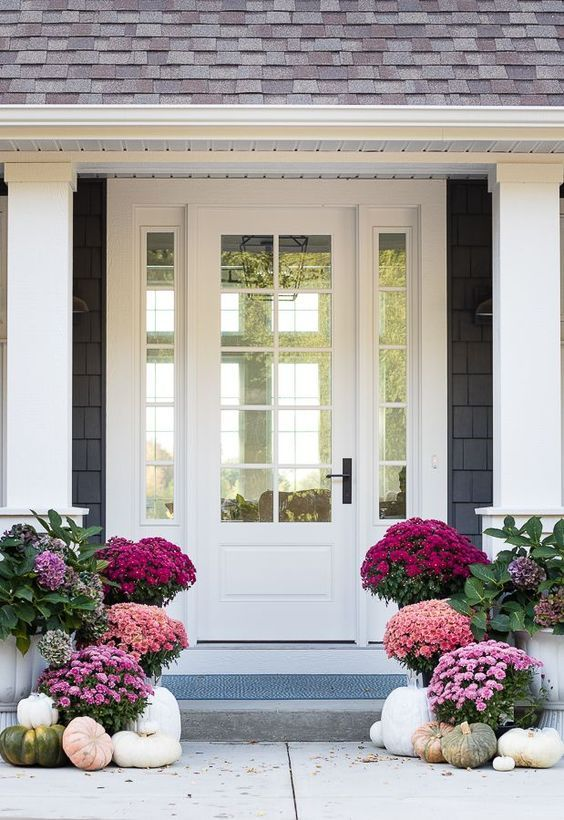We don't usually do a lot of Halloween decorating inside our house, but I do LOVE a good fall-inspired front porch, with pretty mums, gray and white pumpkins and lots of textural accessories. source