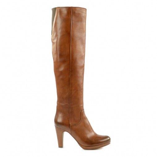 Ga dit seizoen voor een super vrouwelijke en sexy look met deze bruine knielaarzen van Sacha. Combineer de laarzen met een skinny jeans of jurk, wat je ook draagt je steelt gegarandeerd overal de show! De knielaarzen zijn gemaakt van leer, gevoerd met tex