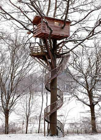Amazing Treehouse.  The branches going through? swoon.