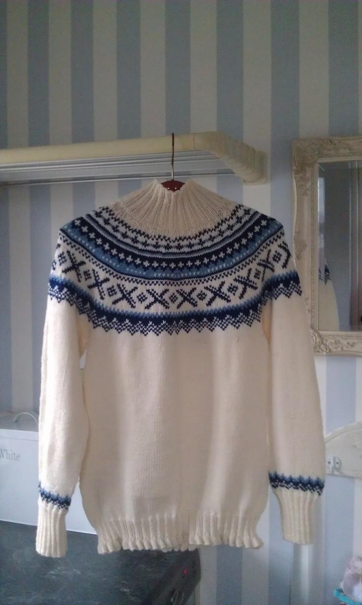 Sweater strikket på bestilling