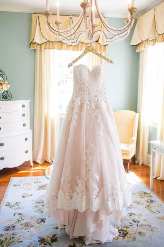 Blush Wedding Dresses 2016 Lace Appliques Tulle Bridal Gowns Spaghetti Straps Long Train Gothic Dress For Brides