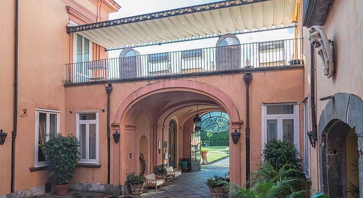 """Uno Scorcio di """"Villa Signorini"""", La Splendida Dimora Storica Settecentesca che ospita il nostro Ristorante di Cucina Tradizionale Partenopea!!!"""