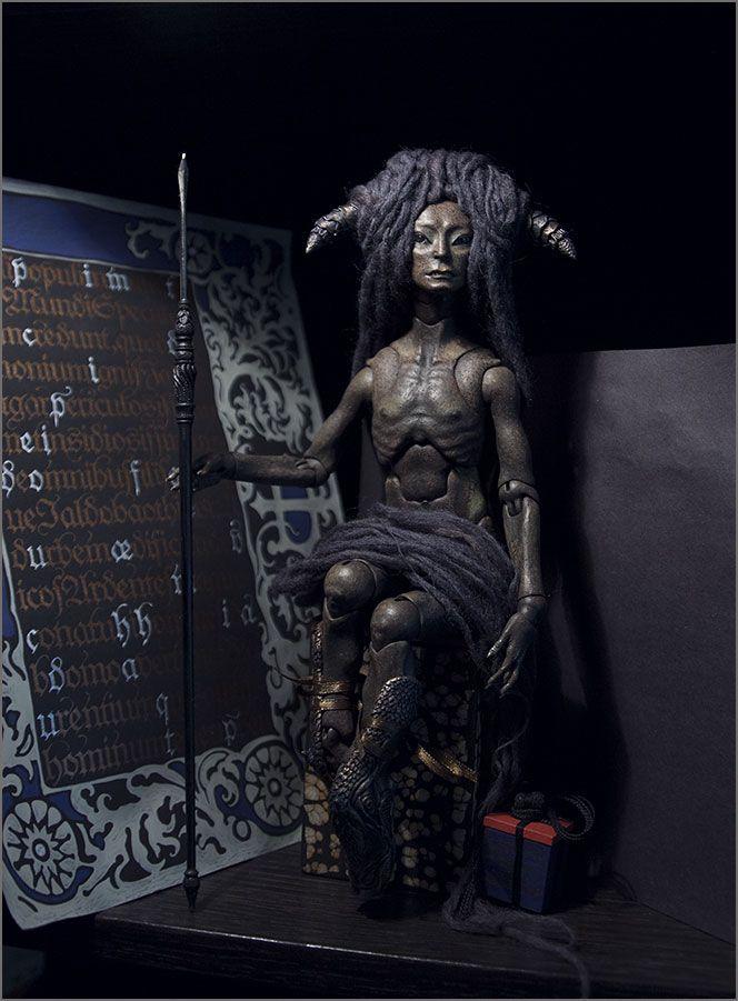 Шарнирная кукла из модифицированного папье-маше. Автор - Шабурова Ксения. (фото сделано в процессе работы над куклой)