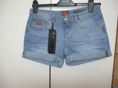 SUPERDRY Shorts en jean http://www.videdressing.com/shorts-en-jean/superdry/p-5279078.html?&utm_medium=social_network&utm_campaign=FR_femme_vetements_shorts___pantacourts_5279078