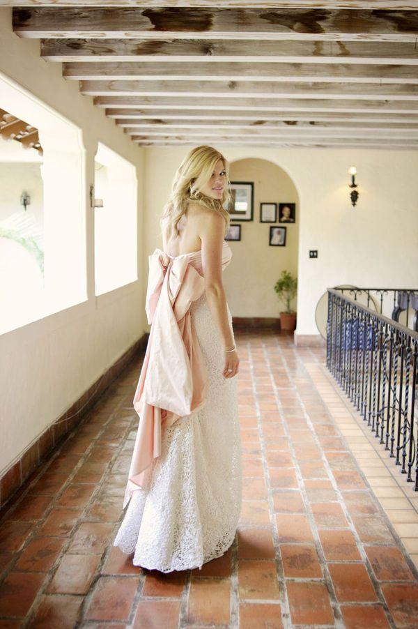インパクトリボンが女子の可愛さを引き立てる! オスカーデラレンタの花嫁衣装・ウエディングドレスまとめ。