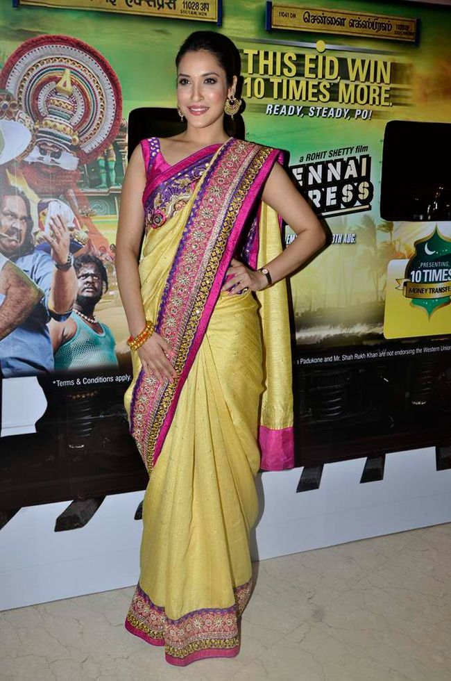 Dressed in a beautiful yellow saree, Rashmi Nigam looks stunning as always during Chennai Express promotional event. #Bollywood #Fashion