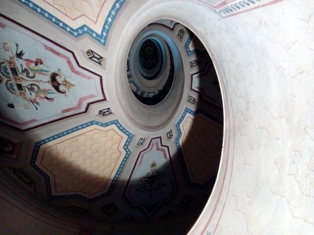 #VGI - Scala a chiocciola realizzata da Jacopo Barozzi. Affreschi realizzati nell'800, a differenza della scala che è stata realizzata in torno al 1500 come l'omonimo palazzo #barozzi