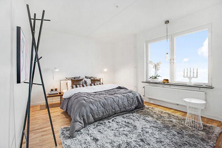 Rymligt och ljust sovrum i Brf Gläntan, Ursvik, Sundbyberg