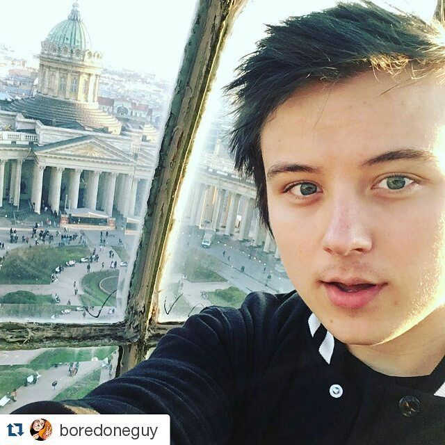 #Repost @boredoneguy with @repostapp  НА ВЕРХУШКЕ ШТАБ-КВАРТИРЫ ВКОНТАКТЕ more celebrities on http://starspages.ru