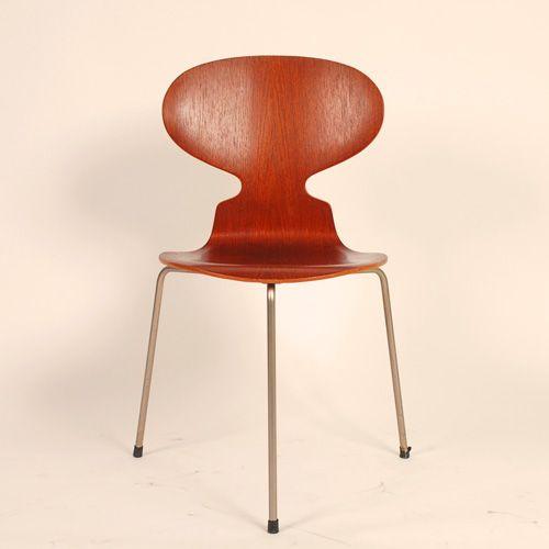 Arne Jacobsen´s myren med 3 ben model 3100