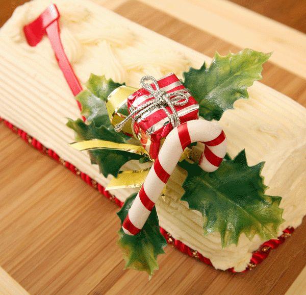 I bastoncini di zucchero sono un dolce di Natale originale e davvero sfizioso che farà felici i bambini e che potrete utilizzare per tante decorazioni! Preparazione Mette lo zucchero con lo sciroppo di mais e l'acqua in una pentola antiaderente e accendete il fuoco: aggiungete al composto un pizzico di crema di tartaro e l'estratto di  … Continued