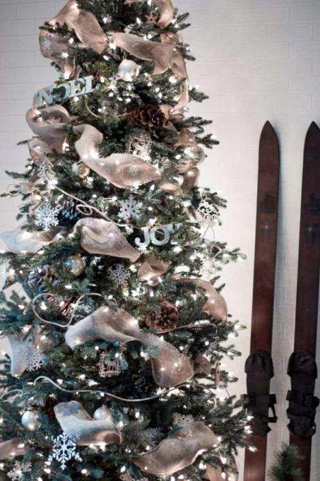 Πώς να βαλετε μια κορδελένια γιρλάντα στο χριστουγεννιάτικο δέντρο σας  #DIY #Χριστουγεννιάτικοδέντρο