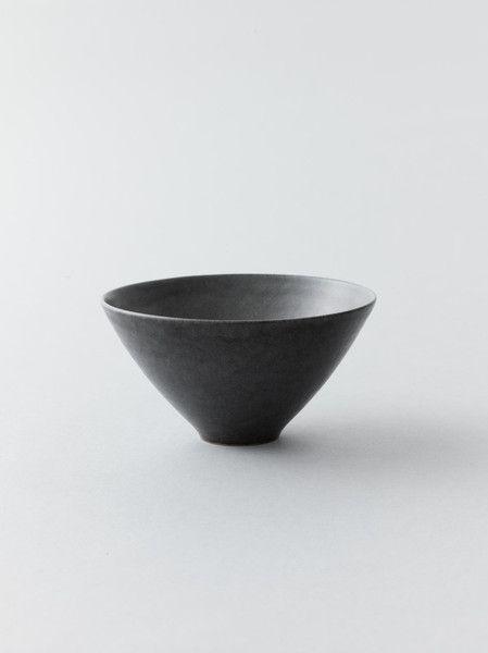 Black Bowl by Kyoko Hitotsuyanagi 一柳京子