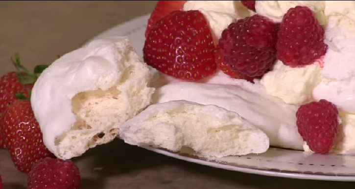 Met slechts een ei, poedersuiker en 2 minuten geduld heerlijke verse meringues - Zelfmaak ideetjes