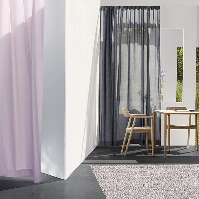 Airy nordic interiors. Natural elements and transparent textiles.  #scandinavian #curtains #material #textiles #floating #contrast #kinnasand #interior #architecture