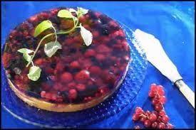 Gelekake med bær og vaniljekrem 1/2 pk digestive kjeks 100 g smør 2 pk gele bringebær og blåbær( ha halvparten av vannmengden) 1 pk pi...