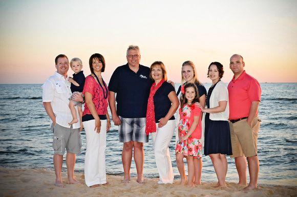 famille étendue, homme, femme, filles, garçon, été, corail, rose, blanc, gris, bleu marine