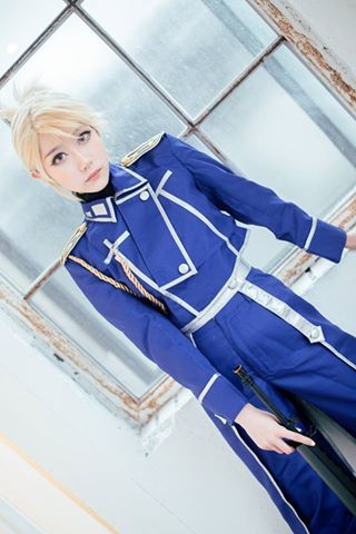 Best Riza Hawkeye cosplay I've seen in a long time