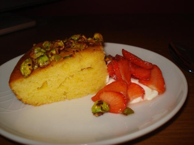 Jamie Olivers honey and pistachio cake, looks SO delicious!