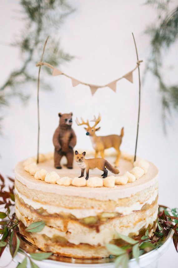 Winter baby shower  This beautiful, wintery baby shower comes to us from a gorgeous couple in Brooklyn. Their co-ed shower was held at a local French restaurant with family and friends and the design is so perfectly simple and lovely.