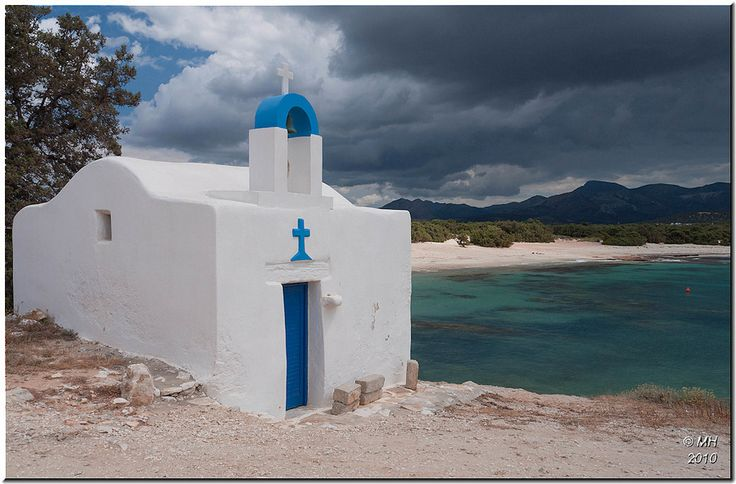 https://flic.kr/p/86HYMN | Naxos - near Cape Kouroupia | Black cloud over the mountains and shafts of sunlight made for a dramatic scene at this quiet bay near Cape Kouroupia.  Despite the ominous appearance, we didn't get wet.  The cloud eventually cleared and left a beautiful sunny afternoon.