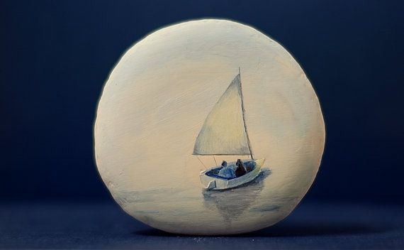 Peint de Pierre, pierre peinte à la main. Bateau/mer. Bateau/mer.