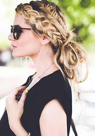 Tendance : Tresse 2017 : Combining a regular braid with a fishtail braid is an unexpected twist to this m