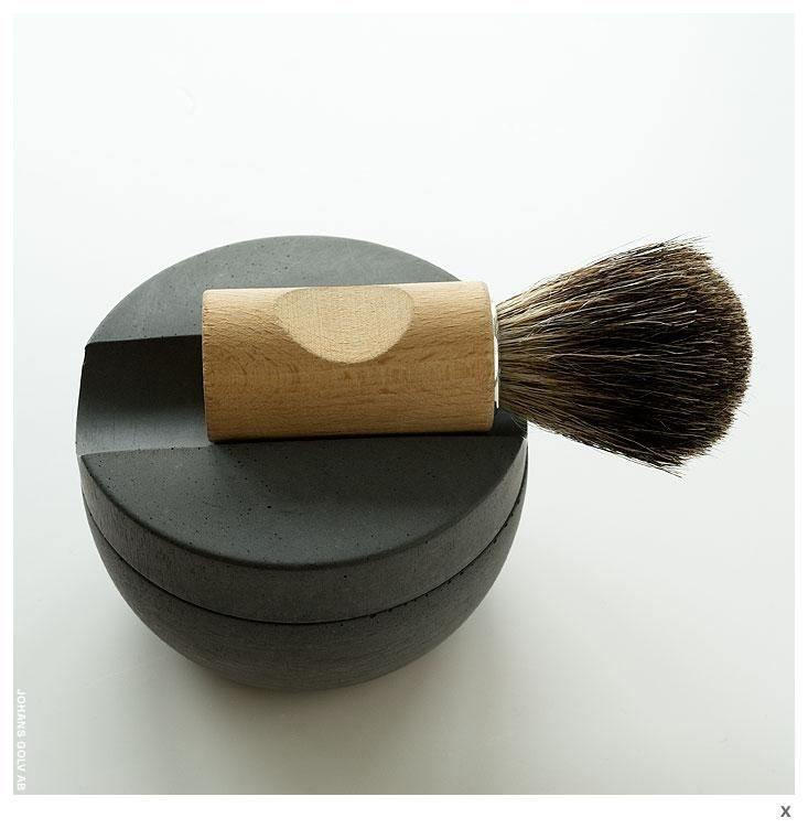 A respectful Swedish style - There is a company in Sweden that manufactures brushes and household items in the same way since its foundation, dated to the end of 19th Century. What makes Iris Hantwerk a different and peculiar company is however that all items are hand manufactured by visually impaired people.