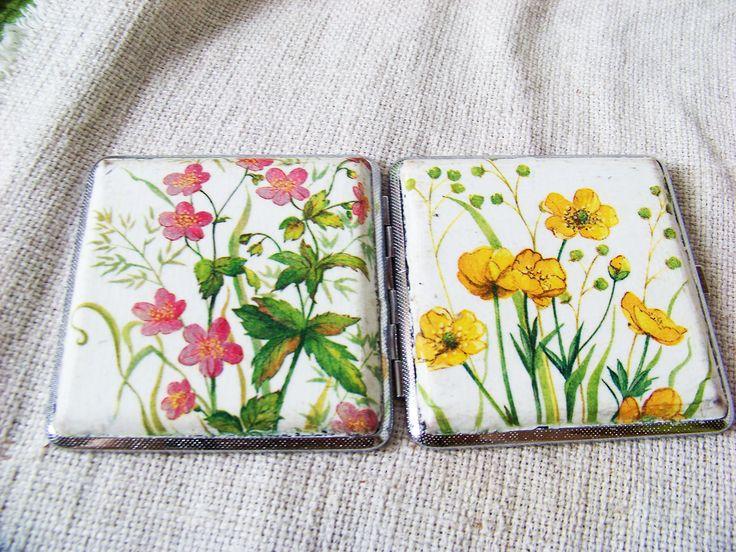 Cigarette case decorated using decoupage technique. Floral.