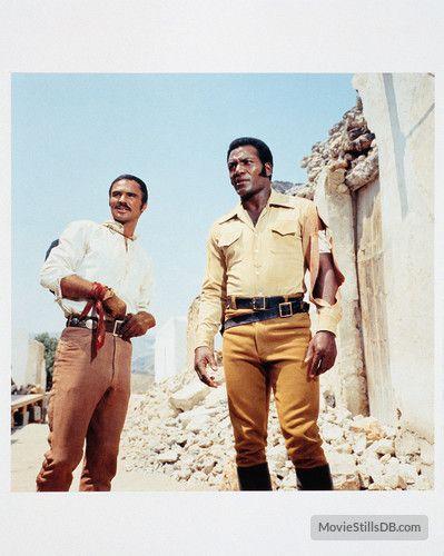 100 Rifles - Publicity still of Burt Reynolds & Jim Brown