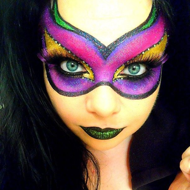 Holy crap, this is so beautifully done were speechless! Makeup Maniac used Sugarpill eyeshadows to paint herself the most spectacular mask. Just... wow! Those EYES! That glitter! Sweet stuff.