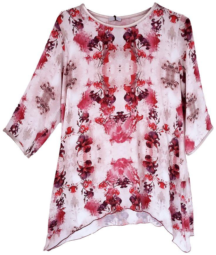 Blusón estampado amplio y largo, con detalles refuerzo en cuello y mangas.