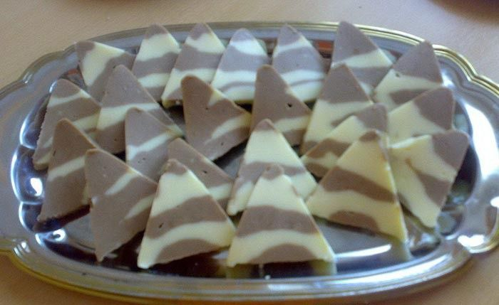 Fantastické kinder Toblerone čokoládky. Příprava je jednoduchá a trvá jen několik minut. Snad to tuhnutí trvá déle než samotná příprava. Dobrou chuť!