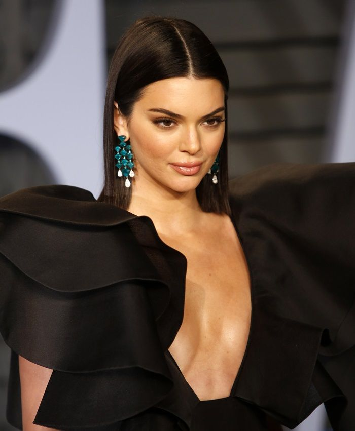 Kendall Jenner S Eye Catching Emerald Green Earrings Favorite Shoes In 2018 Pinterest And