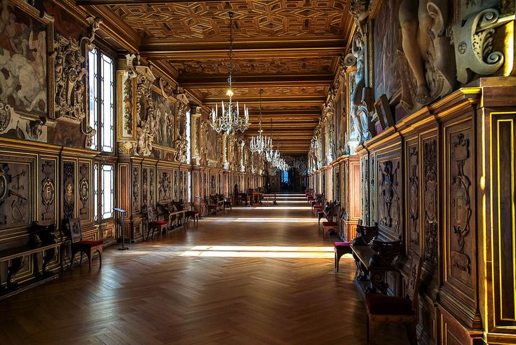 FONTAINEBLEAU | by Rober1000x  Spina all'Italiana in un palazzetto di campagna francese...