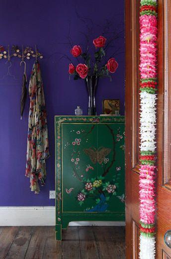 gorgeous colbalt blue walls, rich green cabinet, pops of pink  olaalhaeezuvim.blogspot.com