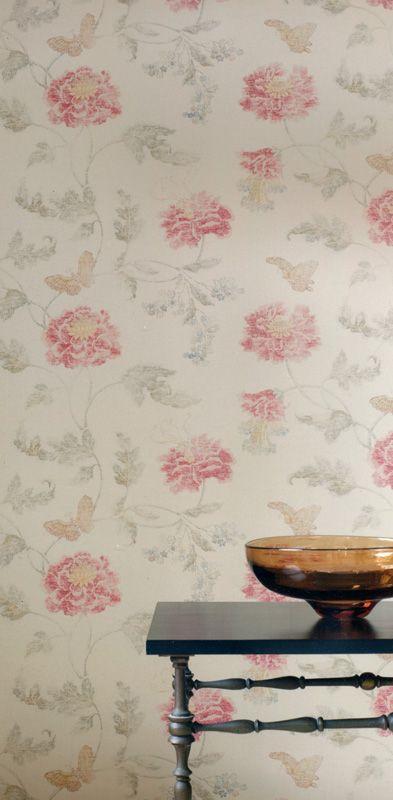 Fondvägg till tvättstugan!  Poppy & Butterfly Silver/Red från Colefax & Fowler